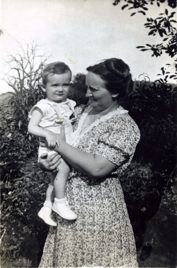 Effel Gertrude (Benner) Wright with Jean (age 2)